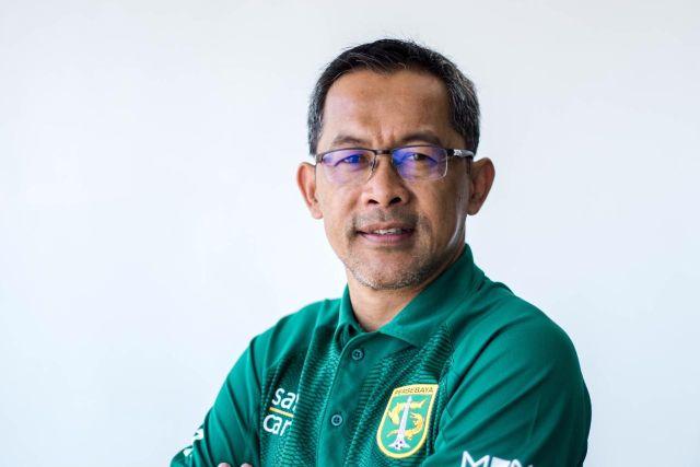 https: img.okezone.com content 2021 02 14 49 2361775 5-pesepakbola-indonesia-yang-sukses-setelah-pensiun-nomor-1-anggota-dpr-papua-XGByH088MR.jpg