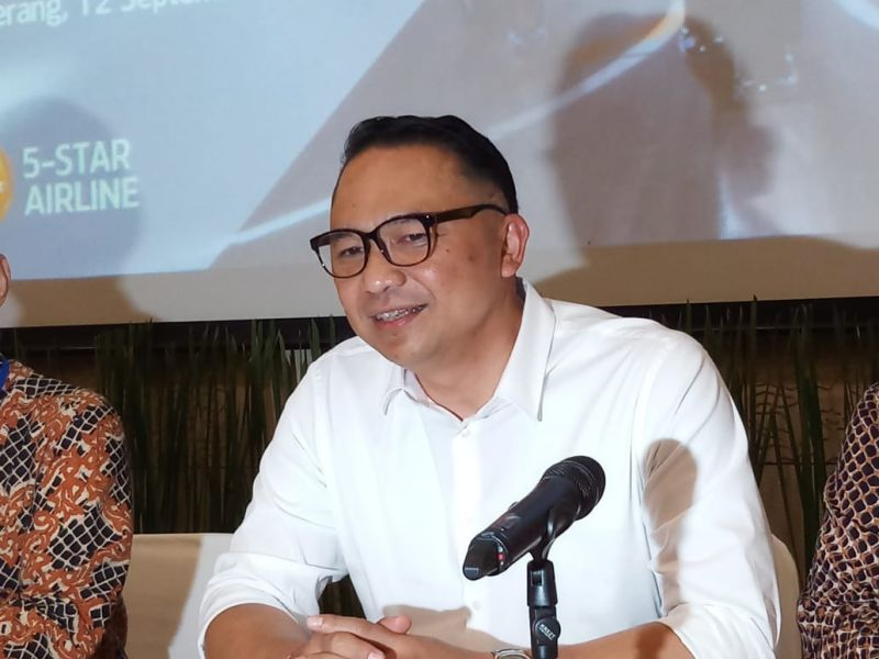 https: img.okezone.com content 2021 02 15 337 2362573 eks-dirut-garuda-indonesia-ari-askhara-tidak-ditahan-kok-bisa-rcXBhxuj0g.jpg