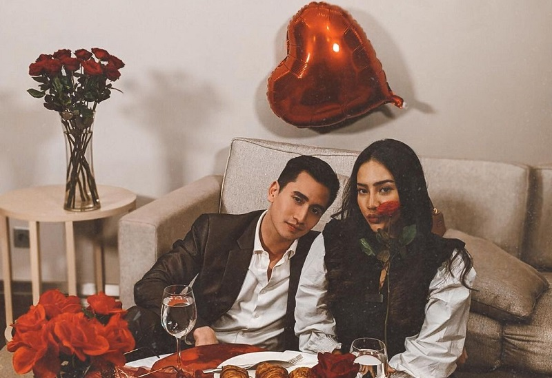 https: img.okezone.com content 2021 02 15 612 2362122 anya-geraldine-dan-varrel-bramasta-rayakan-valentine-bersama-netizen-hari-patah-hati-indonesia-v1exRU4zqC.jpg