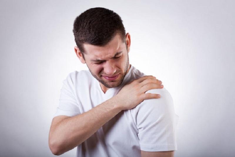 https: img.okezone.com content 2021 02 15 612 2362324 sakit-bahu-padahal-gak-olahraga-hati-hati-gejala-serangan-jantung-Ifpg6itx0H.jpg