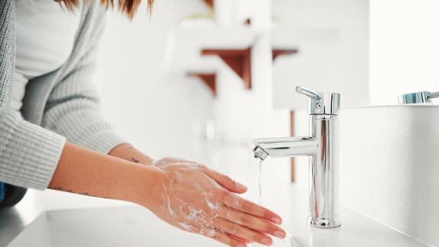 https: img.okezone.com content 2021 02 15 620 2362391 deretan-penyakit-yang-bisa-dicegah-dengan-rajin-cuci-tangan-n1IgMvARxK.jpg