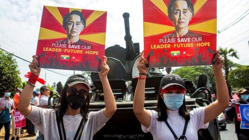 https: img.okezone.com content 2021 02 16 18 2362654 kudeta-militer-myanmar-demonstran-diancam-penjara-20-tahun-EJbyLbHwIo.jpg