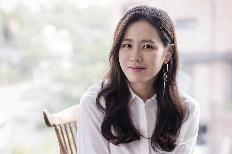 https: img.okezone.com content 2021 02 16 33 2362726 foto-masa-sma-viral-netizen-puji-kecantikan-son-ye-jin-9wjrUzwGdm.jpg