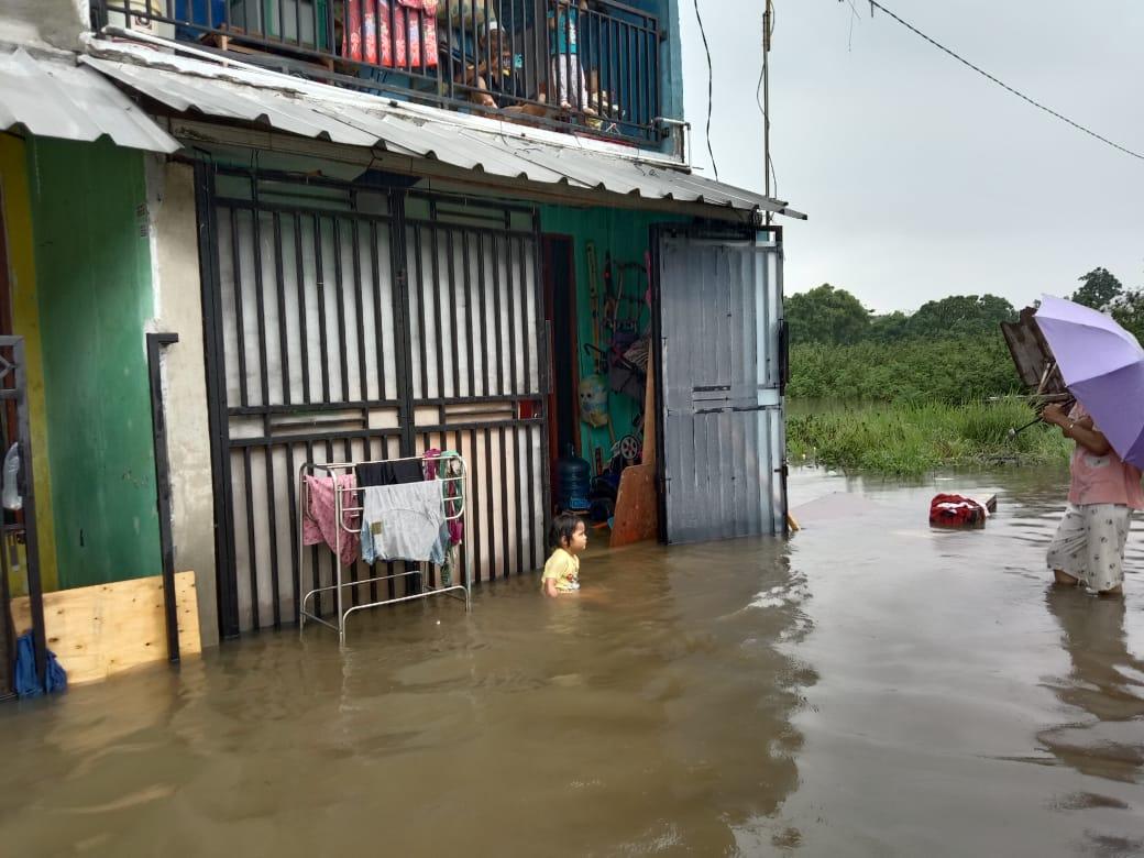 https: img.okezone.com content 2021 02 16 338 2362870 banjir-sudah-masuk-rumah-warga-cipondoh-bpbd-bukan-banjir-tapi-genangan-Q91NlfJWGl.jpg