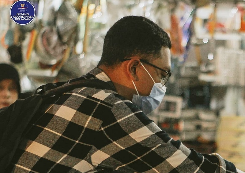 https: img.okezone.com content 2021 02 16 481 2362792 8-kiat-belanja-aman-di-pasar-saat-pandemi-covid-19-wUndsqt1UB.jpg