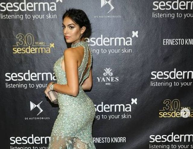 https: img.okezone.com content 2021 02 16 51 2363201 anggunnya-georgina-rodriguez-dan-kimmy-jayanti-kenakan-dress-putih-lxXSp4CVI0.JPG