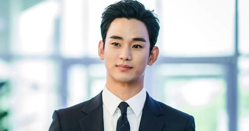 https: img.okezone.com content 2021 02 16 611 2363252 makeup-artis-ungkap-alasan-kim-soo-hyun-paling-mudah-dirias-qPJ3BVrZyO.jpg