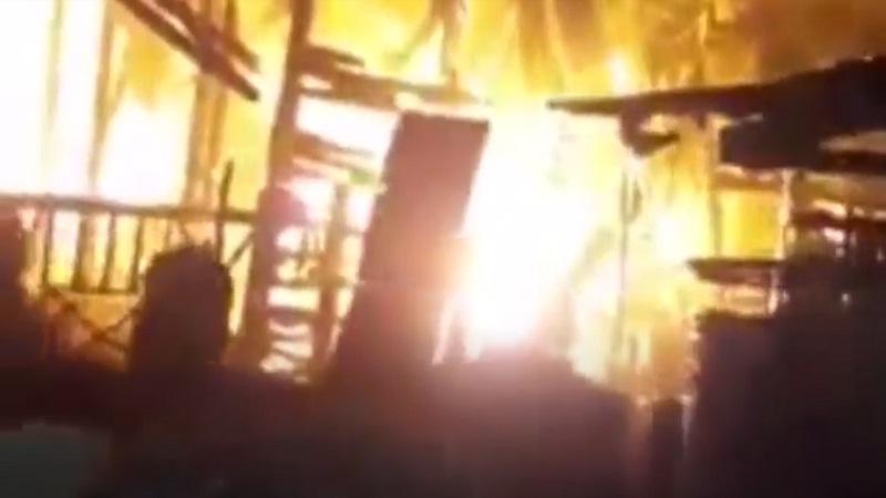 https: img.okezone.com content 2021 02 17 340 2363364 istri-bakar-kelambu-karena-cekcok-dengan-suami-3-rumah-di-batu-bara-ludes-terbakar-MAMsYpxh7V.jpg