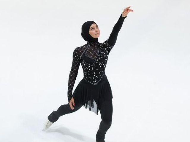 https: img.okezone.com content 2021 02 17 43 2363870 sempat-dilarang-ayah-zahra-lari-tetap-bermain-ice-skating-meski-berhijab-sPiIScSDm1.JPG