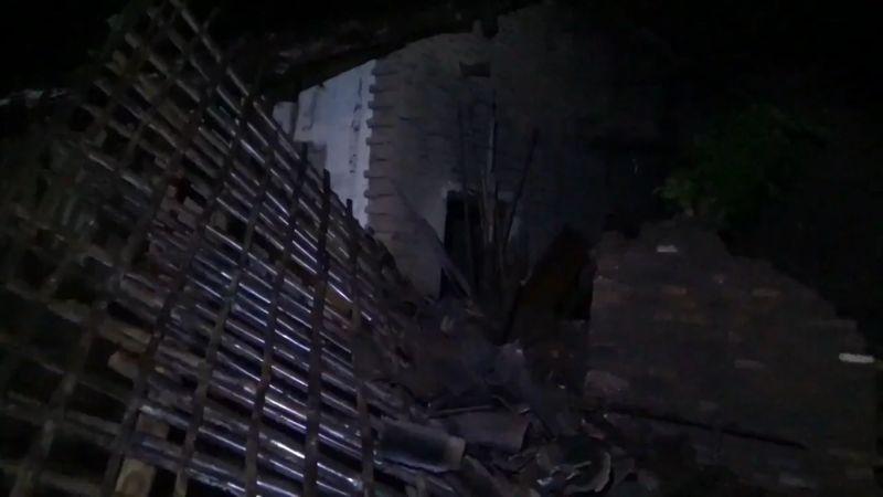 https: img.okezone.com content 2021 02 17 519 2363305 banjir-rendam-4-kecamatan-1-rumah-roboh-diterjang-arus-air-rd8SW3LypP.jpg