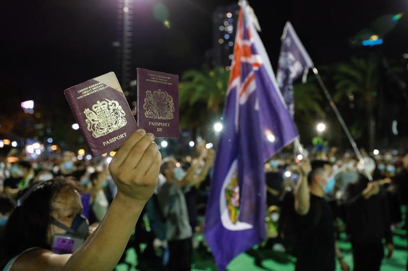 https: img.okezone.com content 2021 02 18 18 2364377 hampir-5-000-warga-hong-kong-daftarkan-diri-untuk-visa-inggris-78l7e4U1G1.jpg