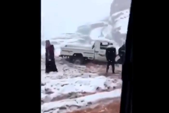 https: img.okezone.com content 2021 02 18 18 2364497 palestina-di-tepi-barat-diselimuti-salju-sejumlah-sekolah-ditutup-7EdEM8wAcI.png