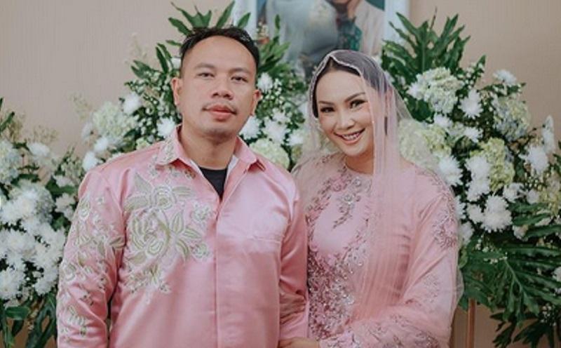 https: img.okezone.com content 2021 02 18 194 2364402 gelar-pengajian-jelang-menikah-netizen-puji-kecantikan-kalina-ocktaranny-berkebaya-jZsvlfqK0o.jpg