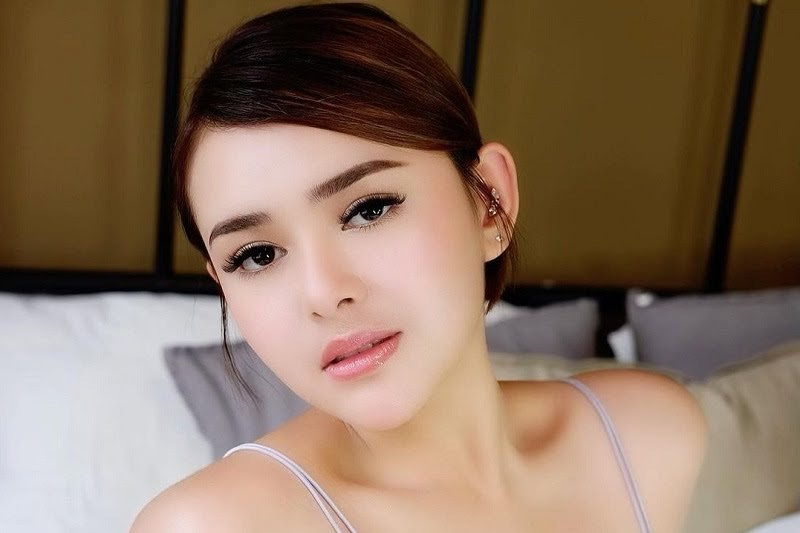 https: img.okezone.com content 2021 02 18 194 2364554 blouse-turtleneck-merah-amanda-manopo-dibanderol-rp25-juta-netizen-istri-sultan-x40J1ZE7PE.jpg