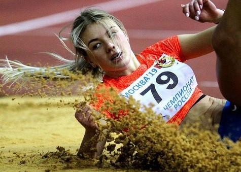 https: img.okezone.com content 2021 02 18 43 2364019 intip-pose-seksi-valentina-kosolapova-atlet-cantik-asal-rusia-yang-tolak-tawaran-jadi-model-9wG4rspSjX.jpg