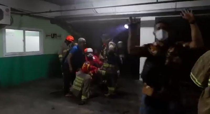 https: img.okezone.com content 2021 02 18 525 2364546 kebakaran-bec-bandung-diduga-akibat-korsleting-listrik-EIZV9Bh6Rz.jpg
