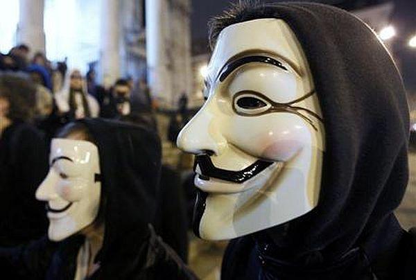 https: img.okezone.com content 2021 02 19 18 2364825 retas-sistem-pemerintah-11-anggota-kelompok-anonymous-malaysia-ditangkap-05AygzOPBq.jpg