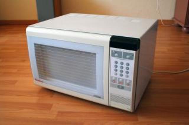 https: img.okezone.com content 2021 02 19 298 2364640 3-pemikiran-salah-tentang-memasak-pakai-microwave-apa-saja-ya-EKioGcb0Fk.jpg