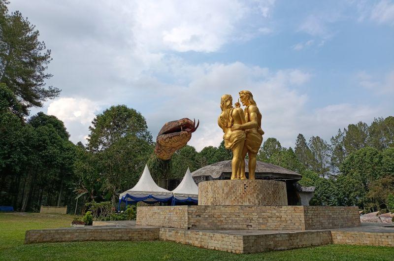 https: img.okezone.com content 2021 02 19 406 2365126 sandiaga-uno-taman-wisata-iman-di-sumut-miniatur-indonesia-Fi07gSqTgt.jpg