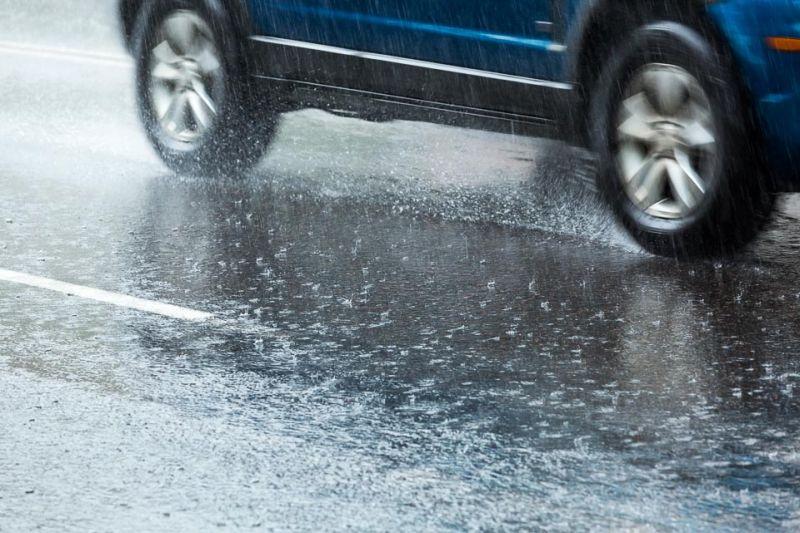 https: img.okezone.com content 2021 02 19 87 2364860 air-hujan-percepat-proses-karat-pada-mobil-ini-cara-pencegahannya-gqqNiYn6Vs.jpg