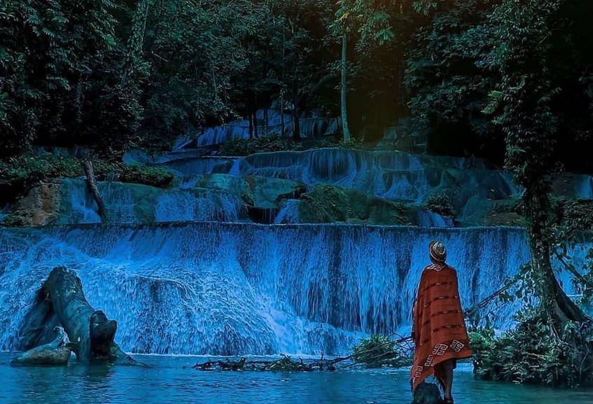 https: img.okezone.com content 2021 02 20 408 2365544 indahnya-air-terjun-moramo-serpihan-surga-di-hutan-tanjung-peropa-R5GlJUHHMT.JPG