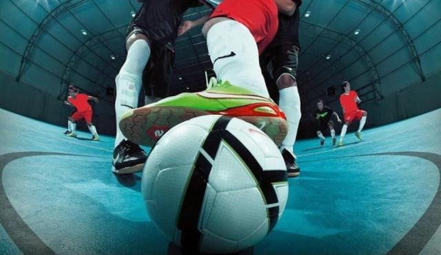 https: img.okezone.com content 2021 02 20 46 2365458 begini-beda-bola-futsal-dan-bola-sepak-HLlex3aAw5.jpg