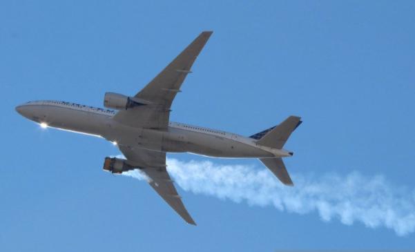 https: img.okezone.com content 2021 02 21 320 2365796 ngeri-mesin-boeing-777-200-united-airlines-rusak-puing-pesawat-jatuh-berserakan-stSn4CNK2Y.png