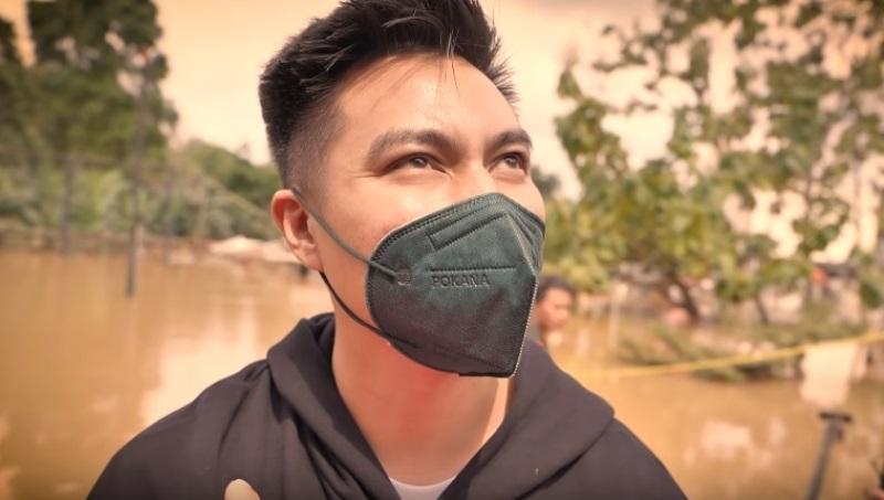 https: img.okezone.com content 2021 02 21 33 2365647 baim-wong-bantu-evakuasi-bayi-1-bulan-terjebak-banjir-jjZ3BHqGwh.jpg
