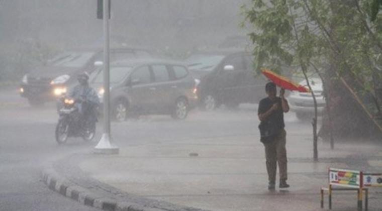 https: img.okezone.com content 2021 02 21 337 2365600 cuaca-ekstrem-berpotensi-melanda-23-wilayah-di-indonesia-cek-lokasinya-ZVCYrYteV5.jpg