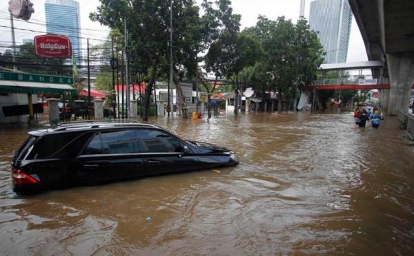https: img.okezone.com content 2021 02 21 338 2365573 banjir-jakarta-sistem-peringatan-dini-dianggap-masih-lemah-ttISrYwOAE.jpg