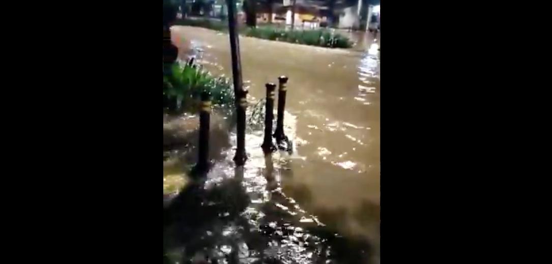 https: img.okezone.com content 2021 02 21 338 2365576 sejumlah-ruas-jalan-di-jakarta-masih-tergenang-banjir-berikut-titiknya-Cp5Esg3tut.jpg