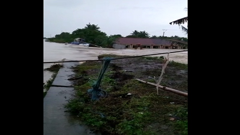 https: img.okezone.com content 2021 02 21 338 2365648 banjir-jebol-tanggul-citarum-di-pebayuran-6-000-kk-sedang-tidur-panik-air-masuk-rumah-YvHWPOFvbx.jpg