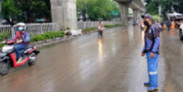 https: img.okezone.com content 2021 02 21 338 2365680 banjir-di-jaksel-mulai-surut-begini-kondisinya-o8YFp3FcRX.jpg
