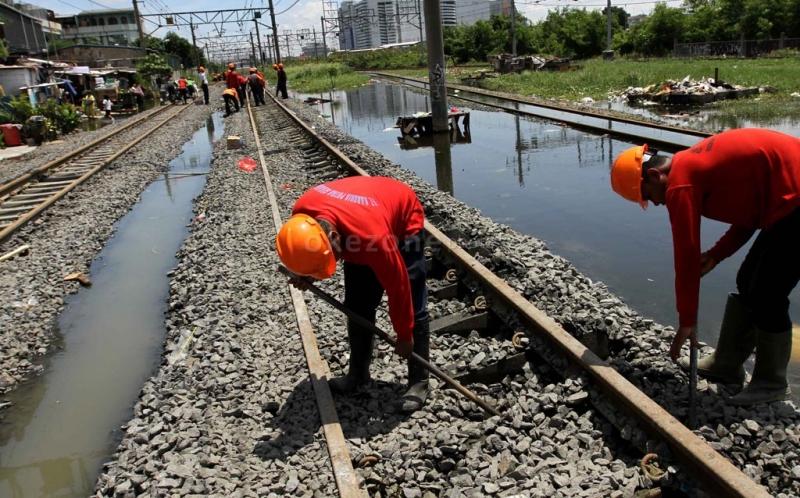 https: img.okezone.com content 2021 02 21 338 2365794 banjir-besar-bekasi-pt-kai-batalkan-jadwal-perjalanan-dari-gambir-dan-pasar-senen-LrZqkTOhUV.jpg