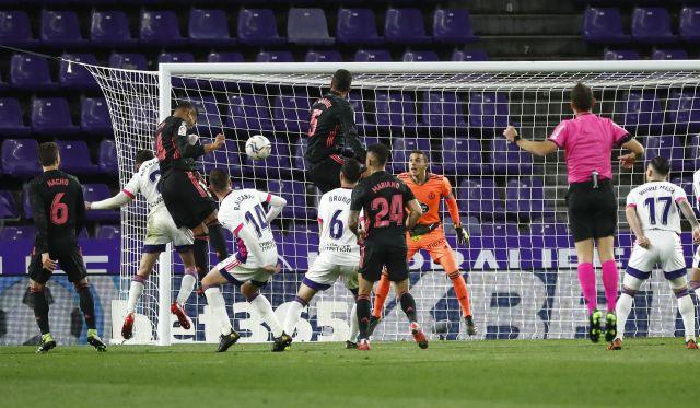 https: img.okezone.com content 2021 02 21 46 2365622 klasemen-liga-spanyol-real-madrid-perpendek-jarak-dengan-atletico-g4k8BcCnmF.jpg