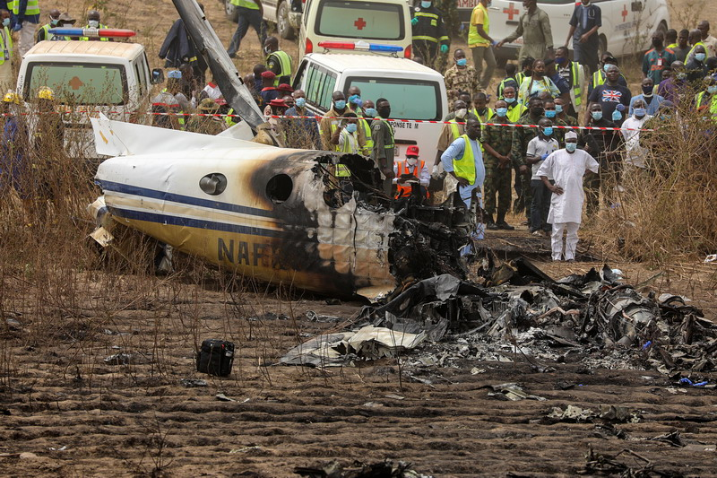https: img.okezone.com content 2021 02 22 18 2366051 pesawat-penumpang-angkatan-udara-nigeria-jatuh-7-tewas-B4P4c0a1xC.jpg