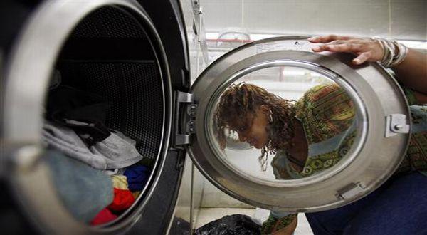 https: img.okezone.com content 2021 02 22 18 2366236 bocah-balita-tewas-setelah-terjebak-dalam-mesin-cuci-iF3CLYxMnb.jpg