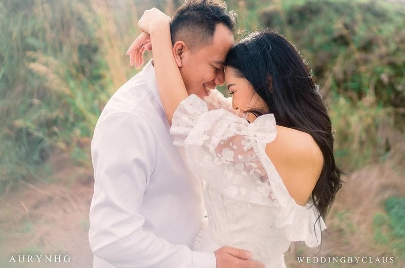 https: img.okezone.com content 2021 02 22 33 2365951 bukan-batal-wo-jelaskan-alasan-pernikahan-vicky-prasetyo-kalina-diundur-fkQQBJamRq.jpg