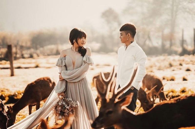 https: img.okezone.com content 2021 02 22 33 2366007 sah-reza-arap-dan-wendy-walters-resmi-menikah-di-bali-WNBxZXMOhj.jpg