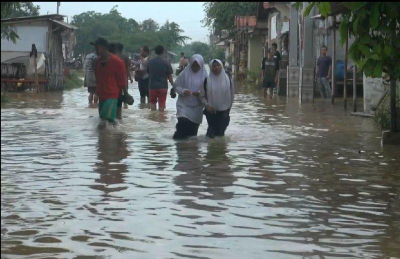 https: img.okezone.com content 2021 02 22 337 2366184 menteri-pupr-tanggul-sungai-dan-irigasi-jebol-penyebab-banjir-karawang-2yS11Mhe8W.jpg