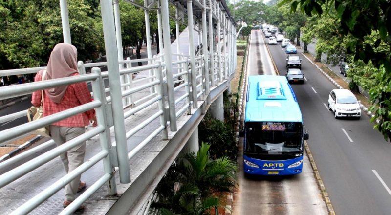https: img.okezone.com content 2021 02 22 338 2366066 pasca-banjir-semua-layanan-bus-transjakarta-sudah-beroperasi-pagi-ini-4Ir0qPC0k2.jpg