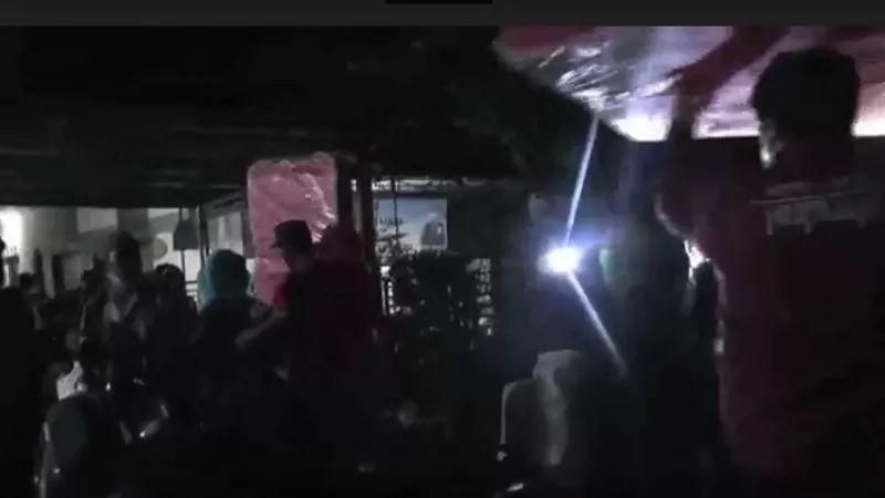 https: img.okezone.com content 2021 02 22 338 2366270 ratusan-warga-bekasi-yang-mengungsi-akibat-banjir-mulai-terserang-penyakit-CplYvIpkzG.jpg