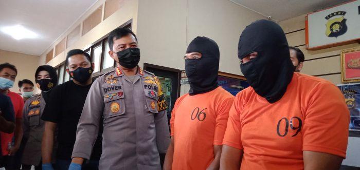https: img.okezone.com content 2021 02 22 340 2366481 bobol-minimarket-bandit-bersaudara-ditangkap-polisi-pVmlNCAQJp.jpg