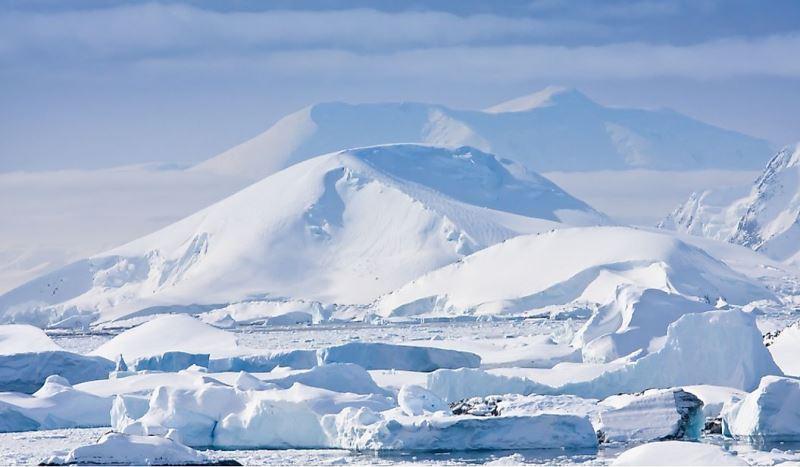 https: img.okezone.com content 2021 02 22 406 2366208 6-perbedaan-kutub-utara-dan-kutub-selatan-lebih-dingin-mana-rEwQceGPu8.jpg