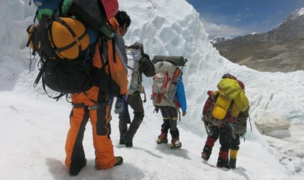 https: img.okezone.com content 2021 02 22 406 2366307 ini-alasan-jasad-pendaki-di-gunung-everest-dibiarkan-begitu-saja-NB2vbB3cTH.JPG