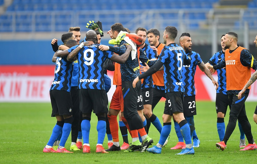 https: img.okezone.com content 2021 02 22 47 2365970 hasil-liga-italia-semalam-inter-milan-pecundangi-ac-milan-Oo6axVqfHi.jpg