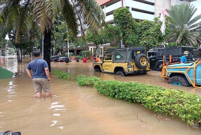 https: img.okezone.com content 2021 02 22 622 2366248 mau-renovasi-rumah-usai-banjir-tapi-tak-punya-anggaran-harus-apa-DXwFJgEQ7G.jpg