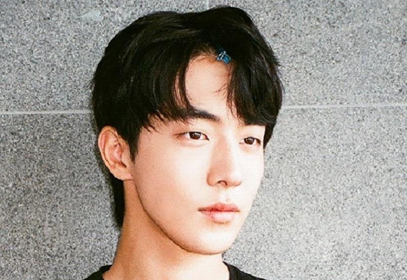https: img.okezone.com content 2021 02 23 194 2366741 4-potret-nam-joo-hyuk-makin-ganteng-di-usia-27-tahun-1i9niTNowq.jpg
