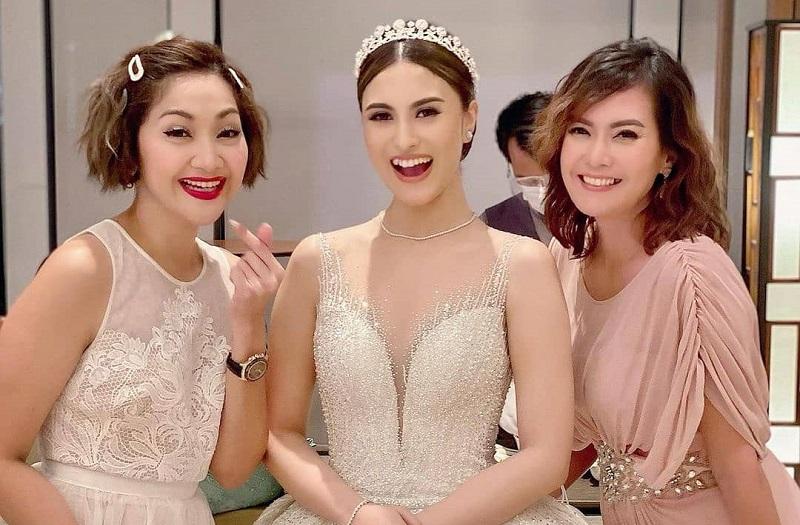 https: img.okezone.com content 2021 02 23 194 2366851 5-potret-pernikahan-marcella-daryanani-cantik-pakai-gaun-bertabur-swarovski-1xhWJwdENy.jpg