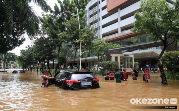 https: img.okezone.com content 2021 02 23 320 2366799 pns-yang-kebanjiran-boleh-cuti-sebulan-XuUmf7JVBx.jpg